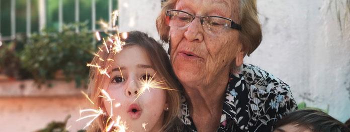 Los abuelos que cuidan de sus nietos viven más tiempo